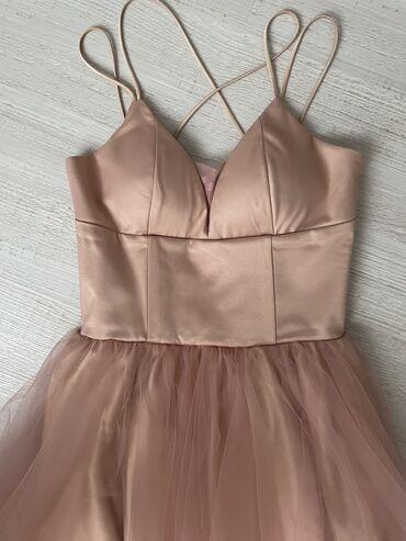 Один раз носила платье. На размер S XS. Есть чашечки для груди. Цвет