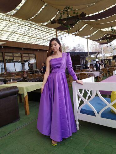 Платье НА ПРОКАТ. Стильное и Женственное  С разрезом в переди  Потайно