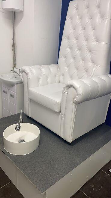 полочка для лаков в Кыргызстан: Педикюрное кресло вместе с подиум +раковина +смеситель есть ещё маникю