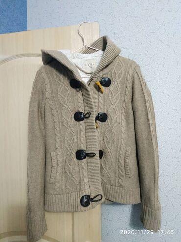 Куртки - Бежевый - Бишкек: Куртка вязаная, очень теплая. Состав хб и шерсть. Качество отличное