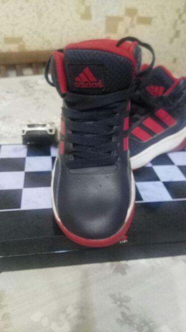 Кроссовки Адидас размер 29, почти новые, носили совсем мало, оригинал