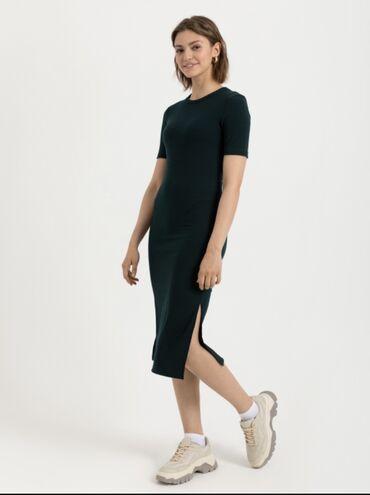 трикотажные платья для полных женщин в Кыргызстан: Трикотажное платье цвета изумруд. Абсолютно новое, размер XL. На 48 ро