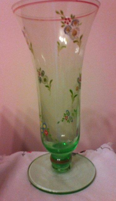 Stara staklena vaza, unutrasnja ivica malo okrznuta - Pozarevac