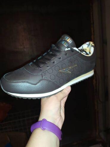 Кроссовки и спортивная обувь - Лебединовка: Мужские стильные кроссовки,отличного качества.  Наш адрес Рынок Дордой