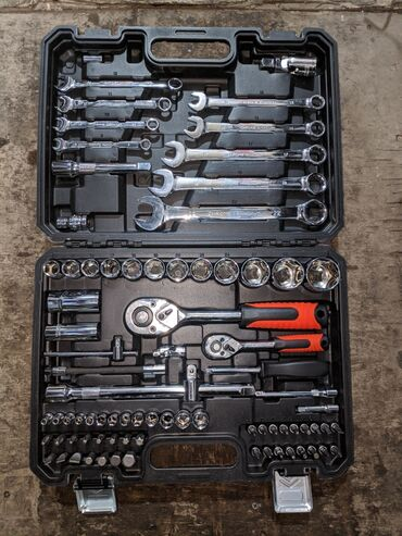 Набор инструментов Количество предметов 82 Фирма: CrownMan