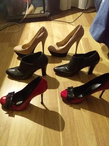 detskaya obuv polubotinki в Азербайджан: Obuv v ocen xorowem sostoyanii.rozovie odevala1raz.krasnie2raza.cernie