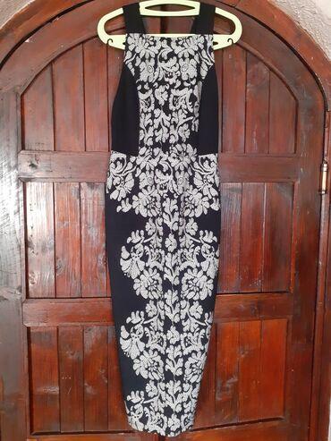 Uska haljina duzine ispod kolena, izuzetno lepo stoji, kupljena u