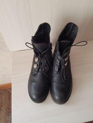 Ботинки кожанныеутепленные, р 37. Покупали за 3500сом