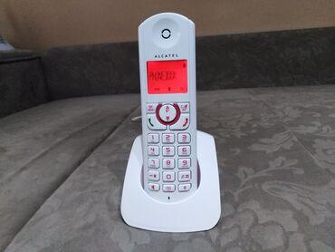 Prelep ALcatel bezicni fiksni telefon u kombinaciji crveno bele