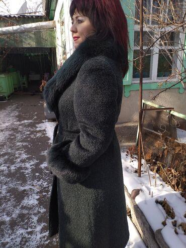 пальто лама в Кыргызстан: Продаётся пальто(лама), воротник песцовый, размер 54.не ношенное в