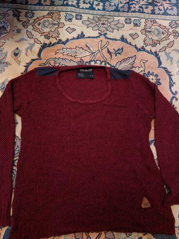 Вязанный свитер Состояние хорошее за исключением одного места на