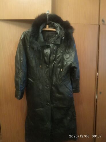 Продаю кожаное пальто в хорошем состоянии чёрное цена 2000с. Размер