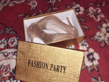 Продаются туфельки,были одеты один раз на корпоратив. 38размер