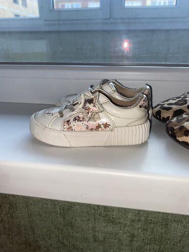 Продаю детскую обувь в хорошем состоянии. Кроссовки белые 19 размер от