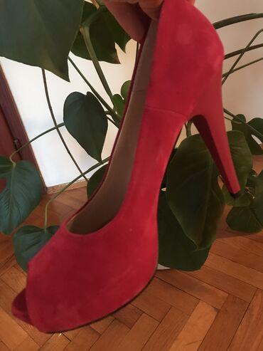 Nove cipele, broj 40, jako udobne, u radnji bile 8000 dinara