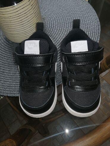 Dečija odeća i obuća | Zrenjanin: Original Nike patike za dečaka.Br 21Bukvalno nove. Obuvene jednom, ali