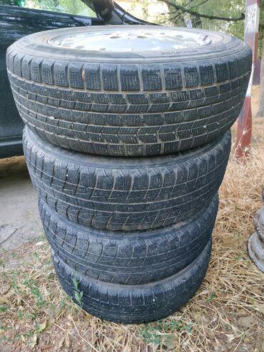 диски мерседес r15 в Кыргызстан: Продам литые диски R 15 комплект 4 штуки (оригинал) с резиной