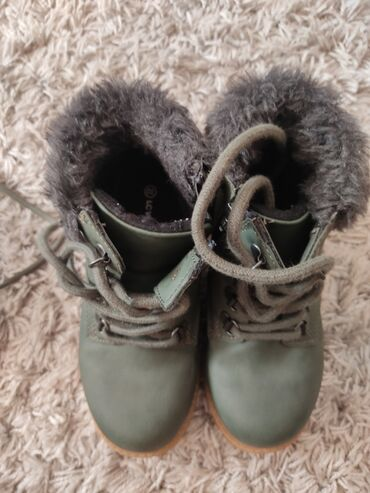 Zimske - Srbija: Dečije zimske cipele obuvene par puta
