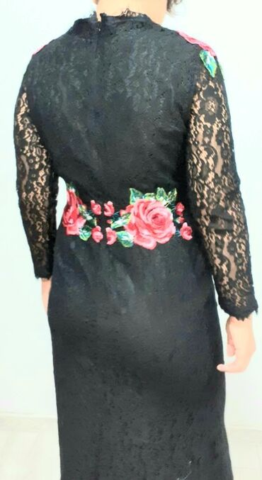 Новое платье Полностью ажурное. Силуэт платья русалочки, сзади