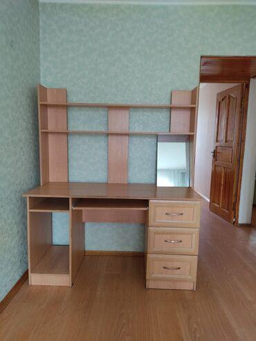 Продаю комптютерный стол б/у  Длина 1.3 м, глубина 80 см  Самовывоз