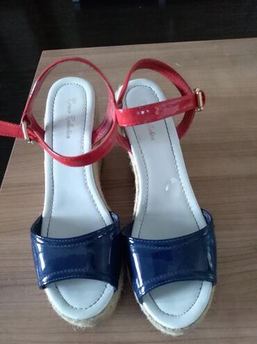 Prodajem zenske sandale sa platformom, broj 40, plavo/crveni