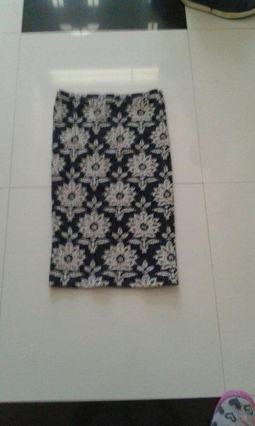 Suknja veoma interesantan print boje crna bez bela dostupna u svim - Backa Palanka