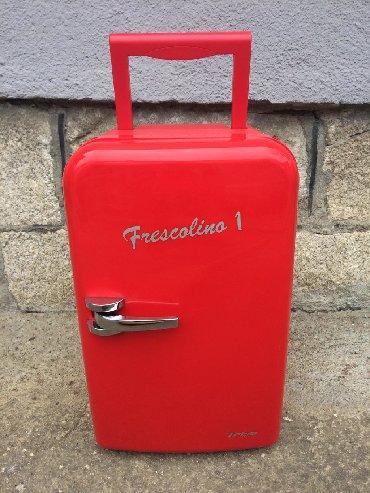 Upotrebljen crvena refrigerator
