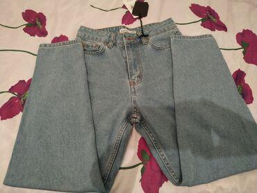 Sasvim nove farmerke klasičnog dizajna/mom jeans. Malo su šire u prede