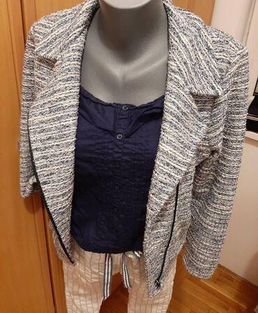 Set S/M bele pantalonice sa srebrnim linijama, majica Tally weijl i