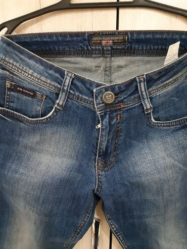 Мужская одежда - Кыргызстан: Фирменные мужские джинсы 2шт оригиналы John Richmond и Just Cavalli в