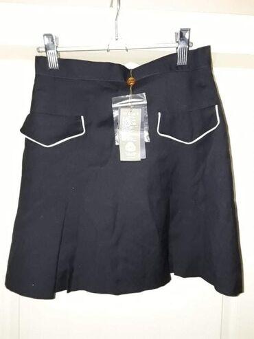 Suknja duzina - Srbija: Nova Italijanska suknja, teget sa belim detaljima na dzepovima. Kopca