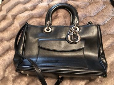 Bakı şəhərində Dior model çanta az istifadr olunub yeni kimidir.