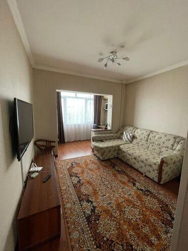 Сдается 2 комнатная квартира в 5 мкр 105 серии на 8 этаже.  Большая ку