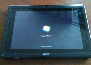 Чехлы для планшетов acer - Кыргызстан: Планшет Acer Iconia Tab W500. С док.станцией. На Винде. Или меняю на