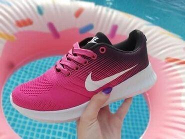 Ženska patike i atletske cipele | Pozarevac: Prave letnje PINK Nike patikeSkrooz lake i udobneBrojevi: 40Cena