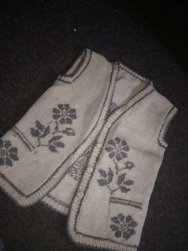 Pleteni prslici - Srbija: Pleteni zenski prsluk od vune, pretopao.Jako praktican za