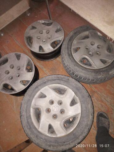 купить диски 4 108 в Кыргызстан: Продаю железный дискаR14 с родной колпаками на Хонда Стриим 4 штук без