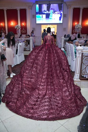 Шикарное вечернее платье, одевалось один раз, на час. Ткань 3D. в Лебединовка