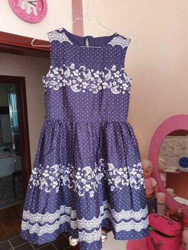 Predivna haljinica,jednom obučena,ima i kajiš