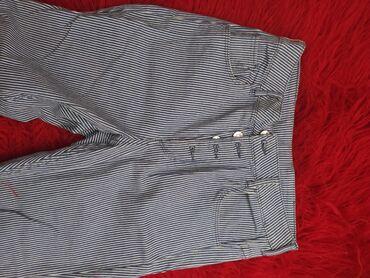 Τζιν - Ελλαδα: Ριγέ μπλε άσπρο τζιν παντελόνι. Κάνει καλύτερα σε νούμερο 40 . Έχει