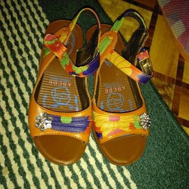 Женская обувь в Каракол: Размер 35.одевала 2 раза. состояние отличное. КАРАКОЛ. САМОВЫВОЗ