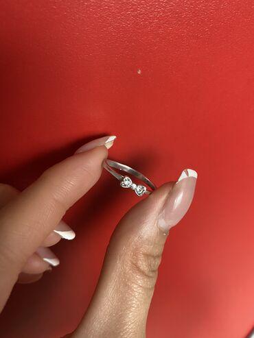 Серебряное колечко размером 16-16,5