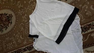 детская белая футболка в Азербайджан: Шифон одна белая по спинке длинна другая черно белая с рукавчиками.не