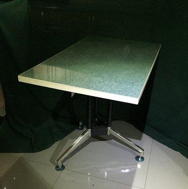 Новенький стол обеденный небольшой на в Бишкек