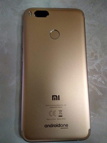 Mi A1 64gb/4gb. Android 9.0 Pie. Polovan. Zlatno bele boje. Star - Belgrade