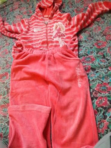 детские спортивные костюмы в Кыргызстан: Спортивный костюм барби на 5 лет велюр хорошое состояние цены снижены