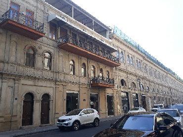 Под магазин ресторан банк салон 270 кв\м в самом центре города в р-не в Bakı