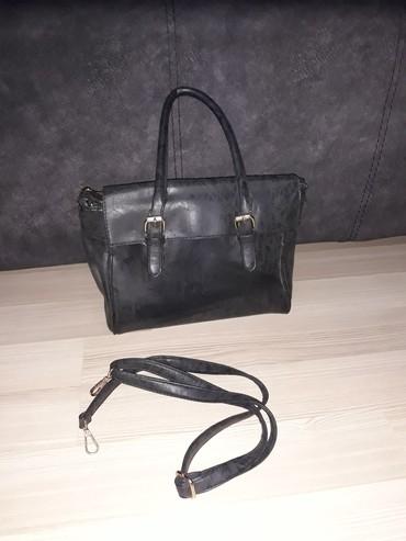 Crna klasična torba, pogodna za sve varijante - Nis