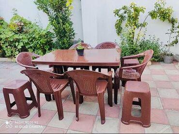 - Azərbaycan: Plastik masa ve oturacaqlar