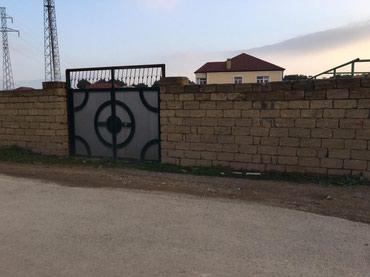 Bakı şəhərində Tecili Saray qesebesinde merkezi yoldan 60 m arali 4 bir terefi